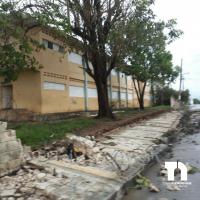Colapsa verja perimetral de la escuela Manuela Diez Jiménez en El Seibo