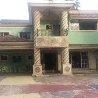 Desalojarán 30 niños y jóvenes de Hogar Crea La Vega; Terrenos son reclamados por abogada de Quirino