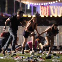 Terror en Las Vegas: un atacante disparó desde el piso 32 de hotel, mata al menos 20, por lo menos 100 heridos