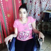 La señora Carmen Mercado solicita silla de ruedas