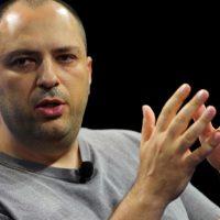 Cofundador y director ejecutivo de WhatsApp deja su cargo