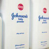 Obligan a Johnson & Johnson a pagar 29 millones de dólares a una mujer con cáncer por usar su talco