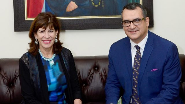 Embajadora de Estados Unidos visita al presidente del TSE; hablan sobre retos con miras a elecciones