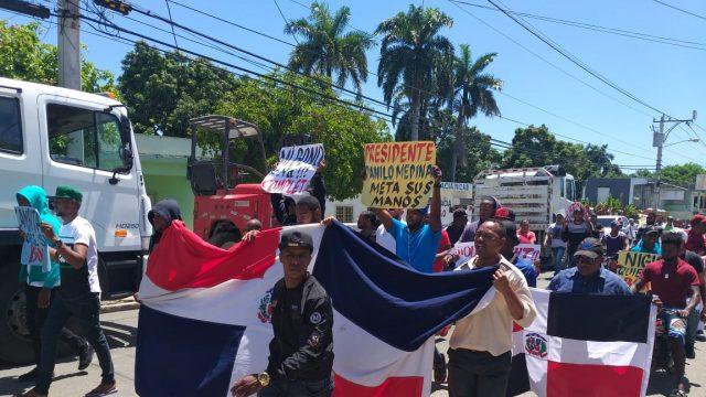 Ex empleados de Punta Catalina protestan por pagos de honorarios