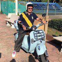 Expresidente de la República y aspirante a la presidencia por el Partido Revolucionario Moderno, Hipólito Mejía, probó la tarde este domingo una motocicleta eléctrica, tipo Vespa
