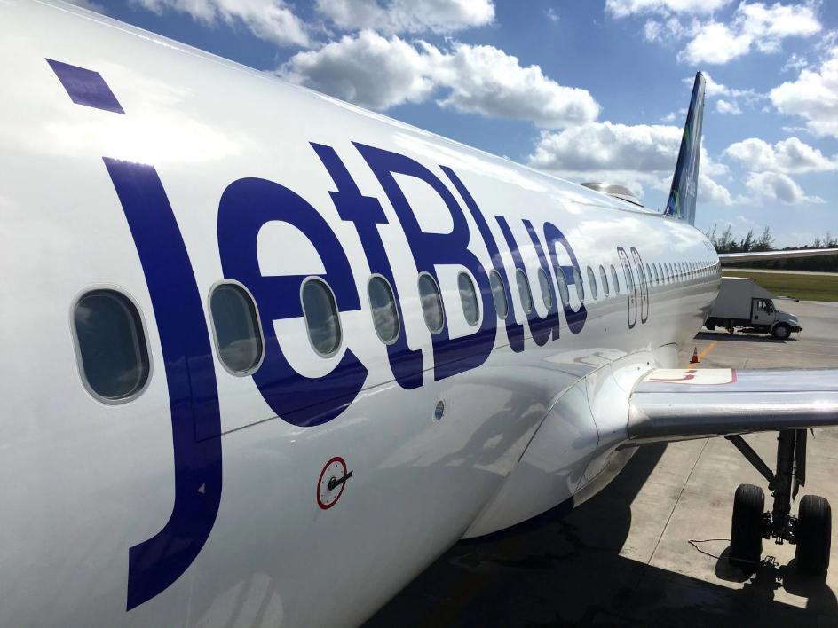 Retienen vuelo procedente desde RD en aeropuerto JFK