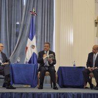 Leonel Fernández pone a circular en Washington libro sobre Juan Bosch y John Bartlow Martin