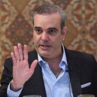 """Luis Abinader llama a destronar """"falsa democracia"""" del PLD"""