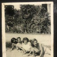 Encuentra fotos inéditas o poco conocidas de Minerva Mirabal y amistades