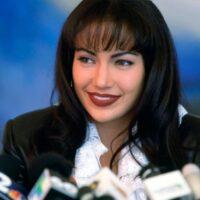 Jennifer López interpretando a Selena Quintanilla